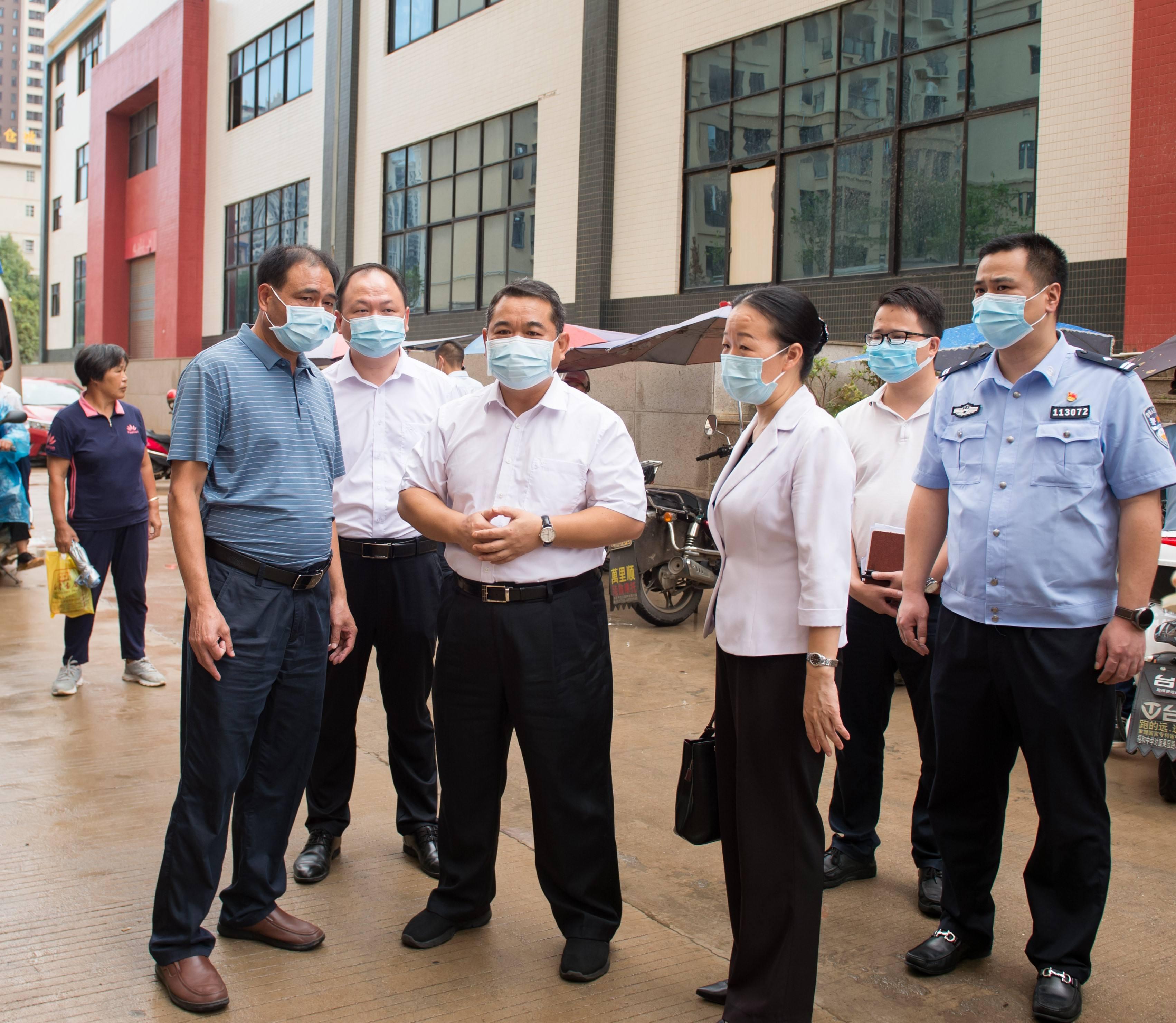 县委书记邓卓文调研疫情防控工作 全力巩固好来之不易的疫情防控成果