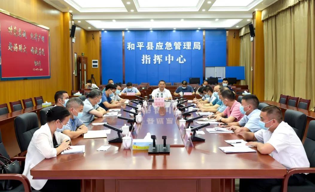 邓卓文要求敢担当、善作为,全力确保全县社会大局和谐稳定
